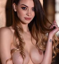 Emelia Paige nake