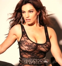 Kelly Brook 2013 calendar behind the scenes.