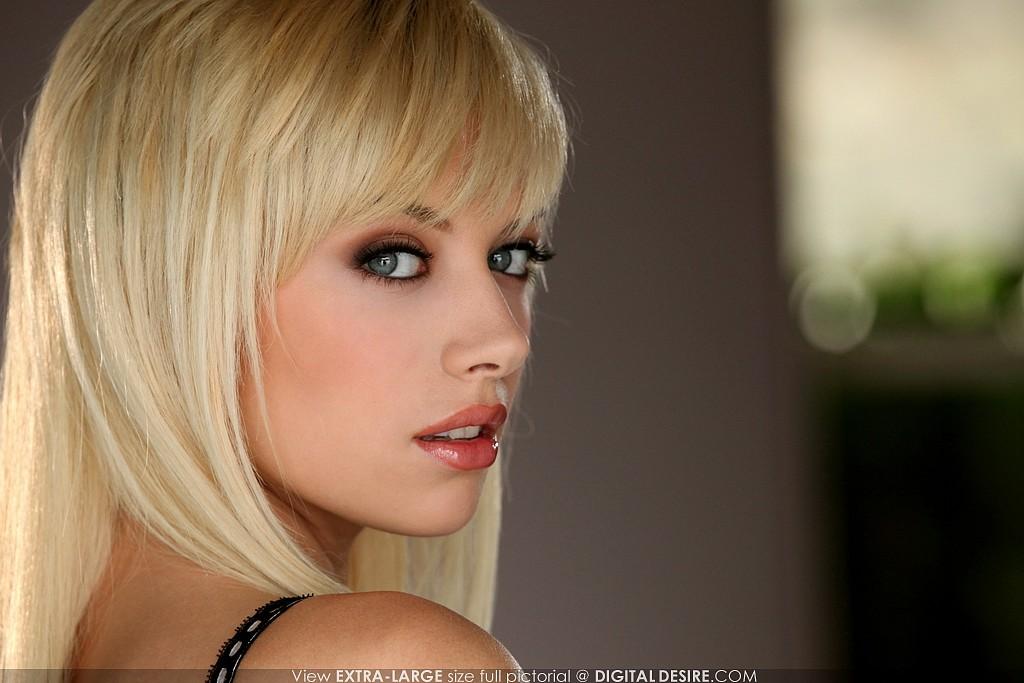 Digital Desire model Emma Mae brings the heat in her first nude