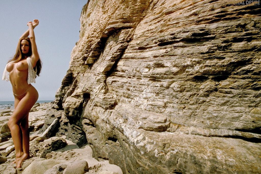 обычно фотографируются эротическая йога на скале ешь