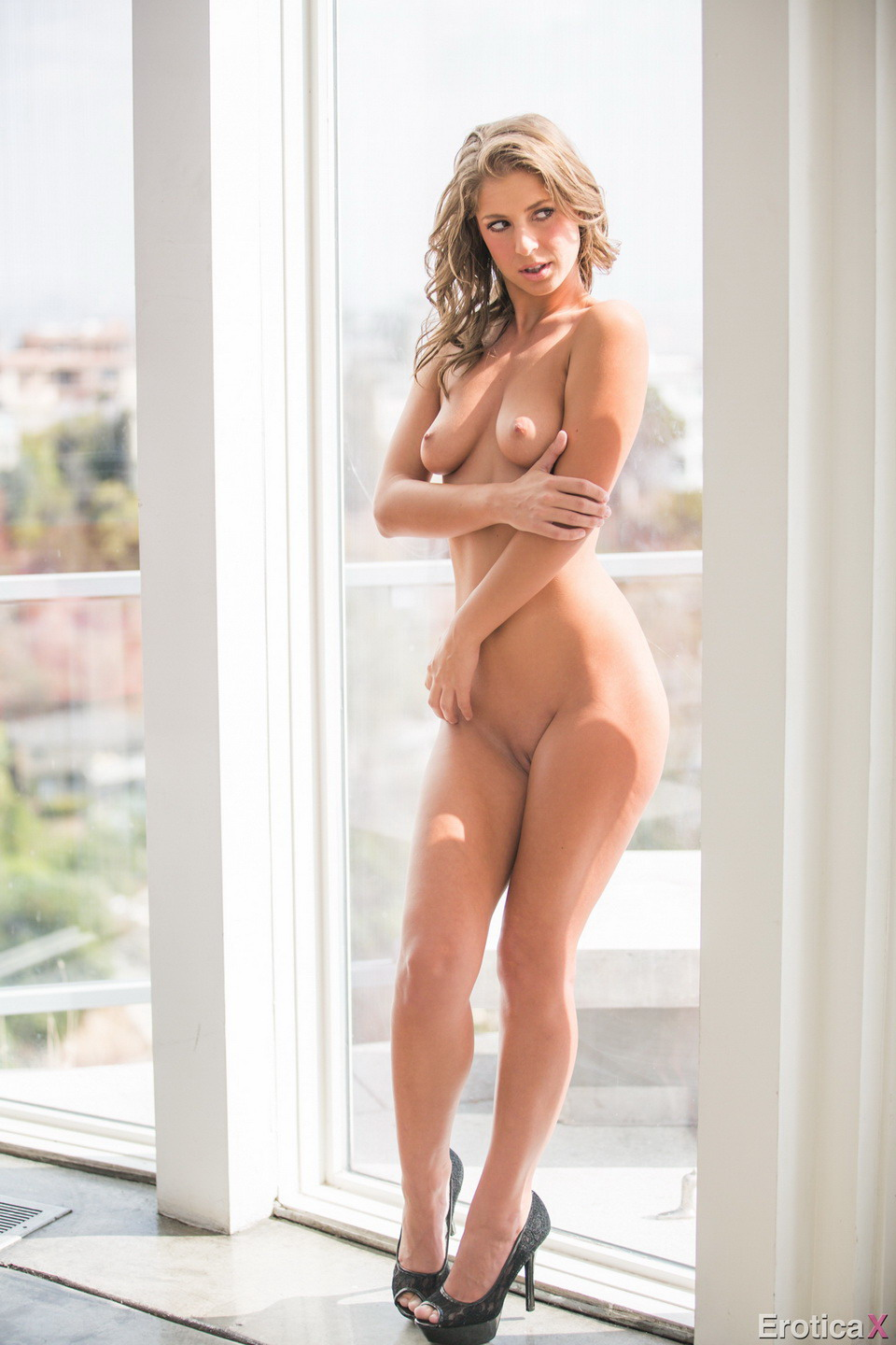 Nude glamour picture gallery by © 2014 Club Glamour: www.clubglamour.net/galleries/eroticax-presley-hart/eroticax...